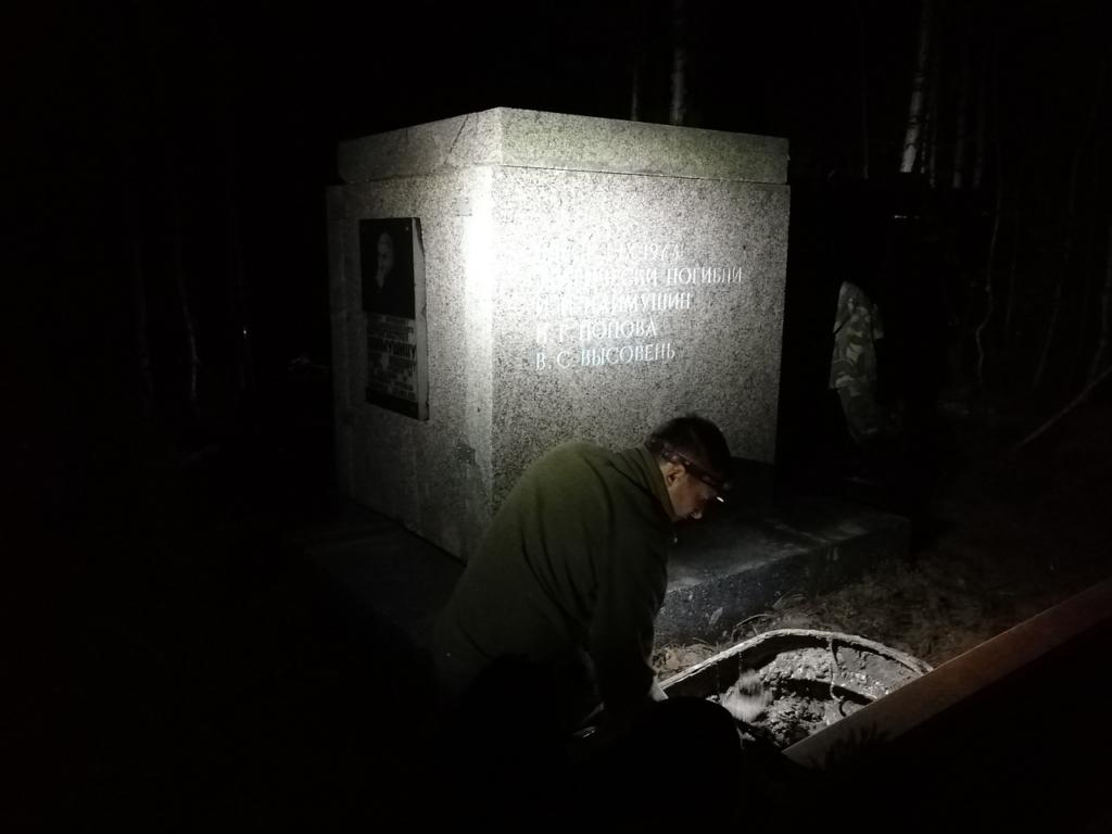 Волонтеры спасают памятник Ивану Наймушину на месте его гибели