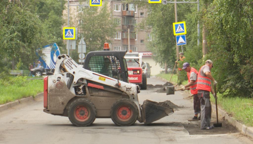 В Братске дополнительно проведут ямочный ремонт на улицах жилых районов Чекановский и Порожский