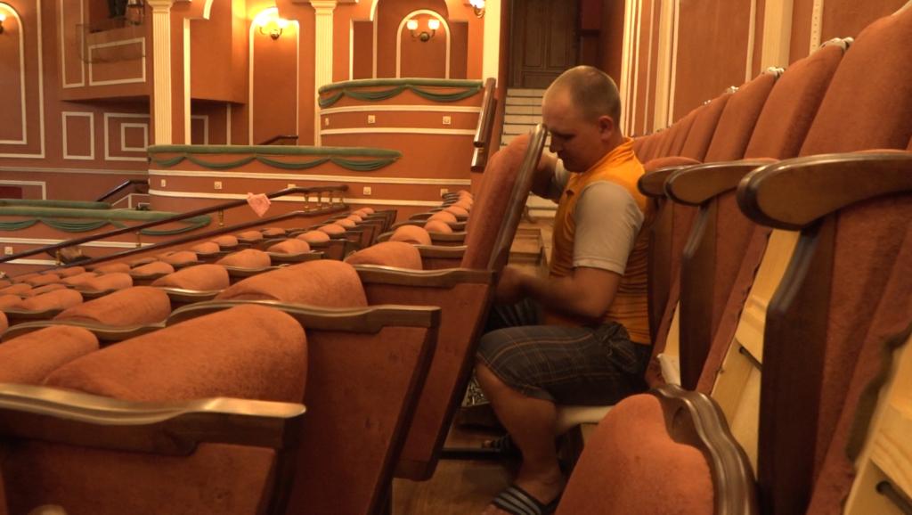 В Братском драматическом театре спешат завершить ремонт к новому сезону