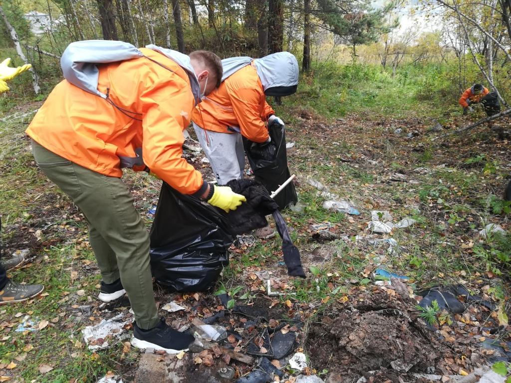 Природа без мусора. В Братске участники  волонтерского проекта «360» убрали остров Сосновый (фото)