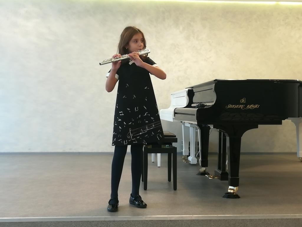 Когда в 7 лет точно знаешь кем быть. Юная флейтистка из Братска завоевывает сердца жюри международных фестивалей