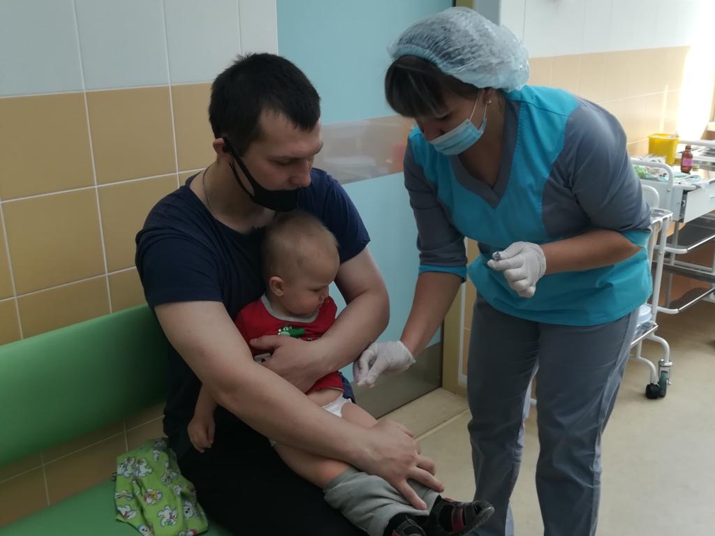 Пациенты группы риска. Врачи предупреждают родителей, что прививка от гриппа детям необходима