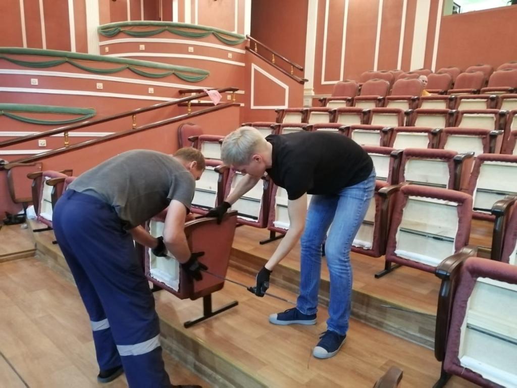 Андрей Чернышев: По проекту «Единой России» в зрительных залах театров Братска установлены новые кресла