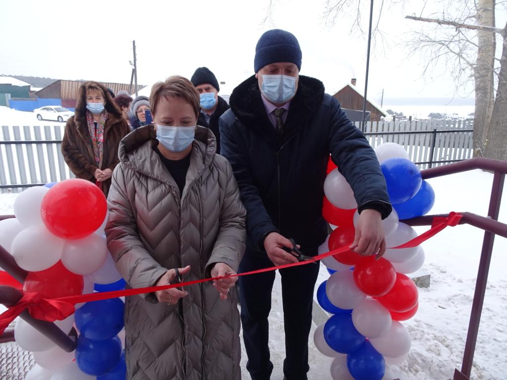 В поселке Добчур торжественно открыли новый фельдшерско-акушерский пункт