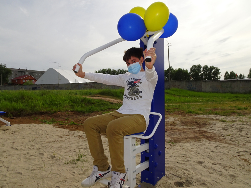 При содействии Фонда Андрея Чернышева в жилом районе Осиновка открыли тренажерную площадку