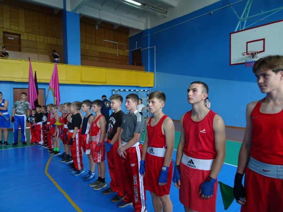 При содействии фонда Андрея Чернышева в спортшколе Братского района появился олимпийский ринг