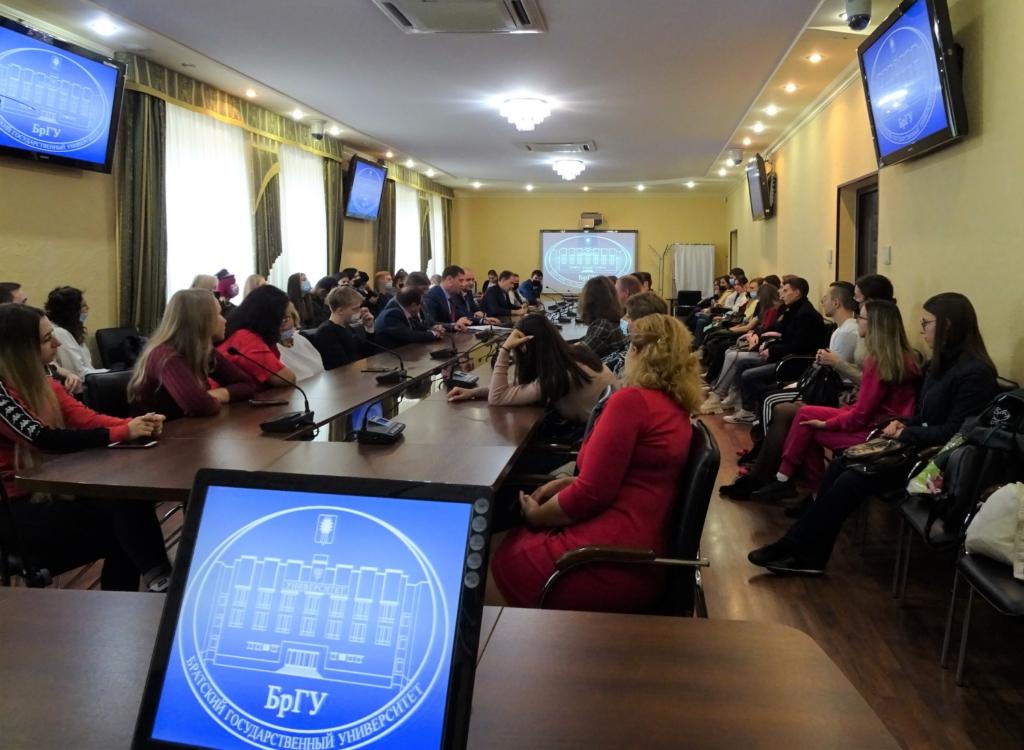 Сенатор Андрей Чернышев встретился со студентами и преподавателями Братского университета